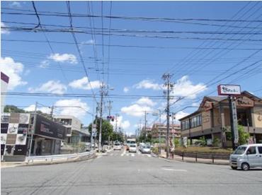 「相生山」交差点を北に向かって右折